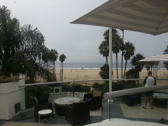 Loews Santa Monica Beach Hotel: View of beach and ocean from the pool area.