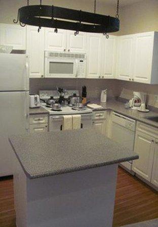 Jefferson at North End: Kitchen