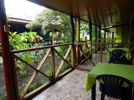 Cabinas El Icaco Tortuguero: Porch