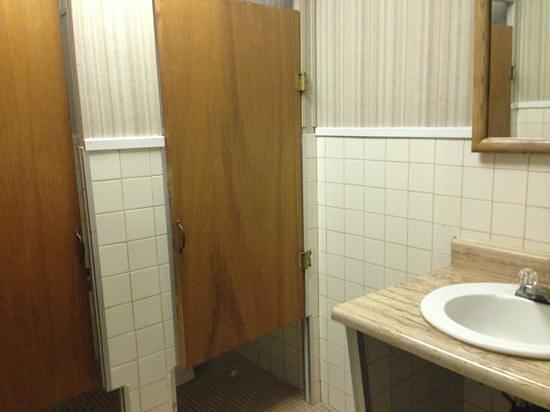 Golden Dragon Cafe: women's bathroom