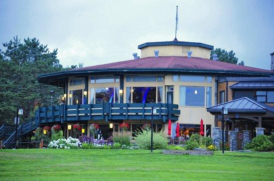Le Manoir du Lac Delage: Exterior of Dining Area