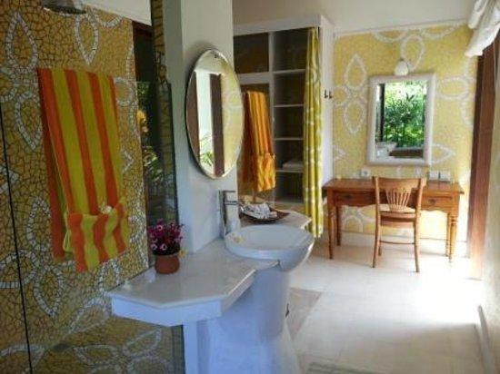 Safare Club Resort: Superior Bath Room