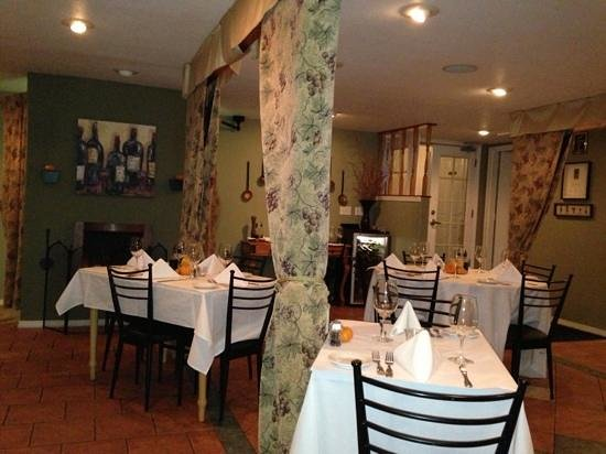 Delicate Palate Bistro: Very Nice Dining Room