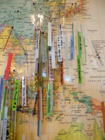 Hostel Lyndon : World map with pins pinned by guests all over the world