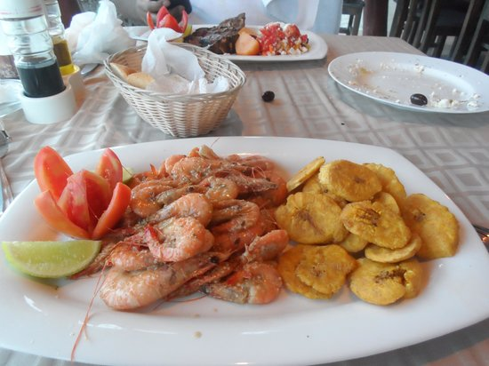 The Greek Sports Bar And Grill: Camarones con tostones