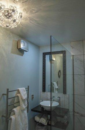 ليك تيكابو لودج: Ohau bathroom