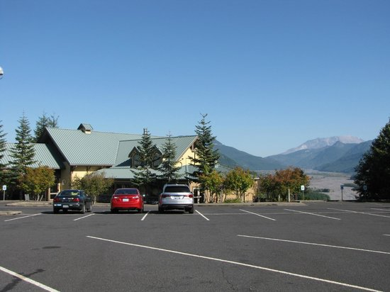 Fire Mountain Grill at Hoffstadt Bluffs Visitor Center : Parking lot and View