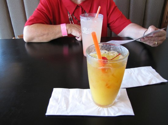 Fire Mountain Grill at Hoffstadt Bluffs Visitor Center : Drinks