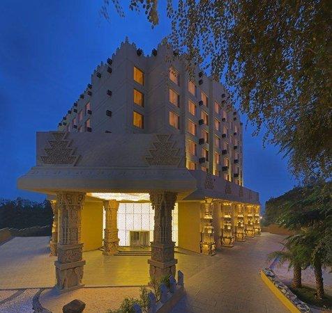 Sterlings Mac Hotel: Facade