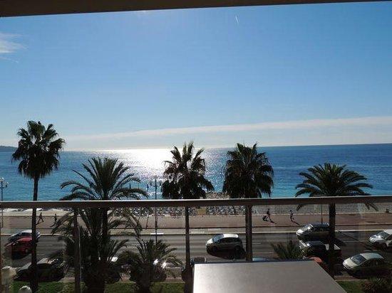 Radisson Blu Hotel, Nice : balcony sea view room