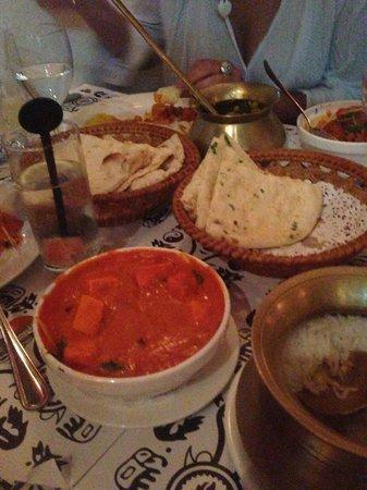 Nepal - Nepalese Cuisine: Paneer with Naan