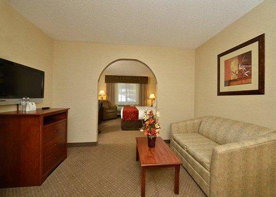 Comfort Suites Golden West on Evergreen Parkway: guest room