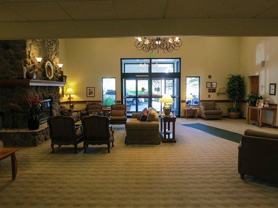 Best Western Plus Edmonds Harbor Inn : Harbor Inn Lobby