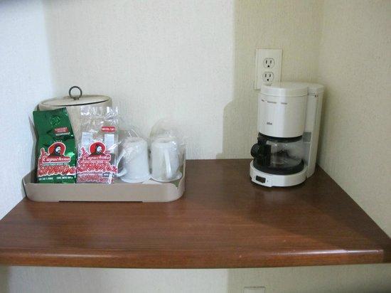 Holiday Inn Tampico Altamira: Coffeemaker/coffee