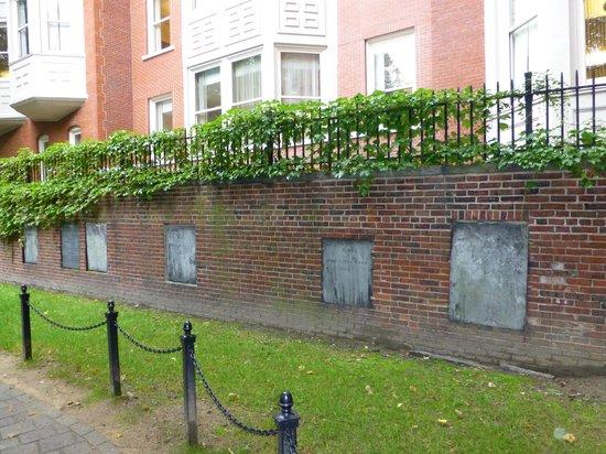 Granary Burying Ground: Crypts