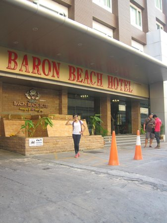 Baron Beach Hotel: entrance