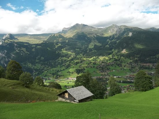 Hotel Wetterhorn : view of Grindelwald from the tram