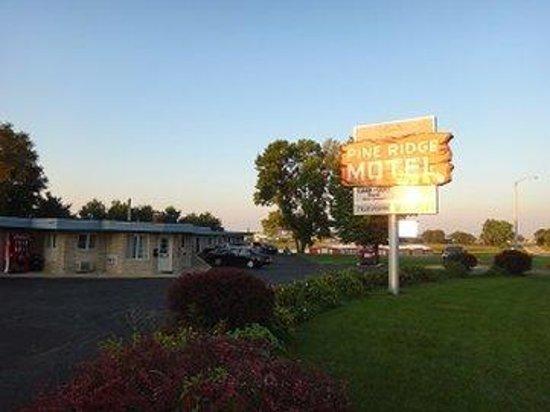 Pine Ridge Motel : NEWoutside