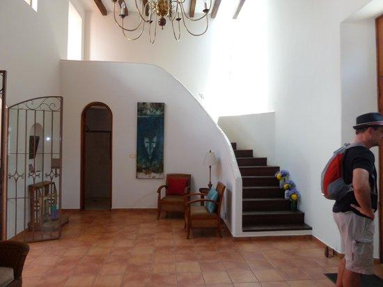 Casa de los Milagros B&B: Staircase to rooms/suites
