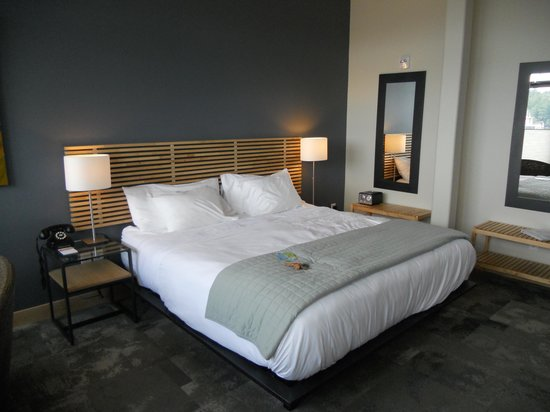 The Island Inn at 123 West: Sweet 2, King bed