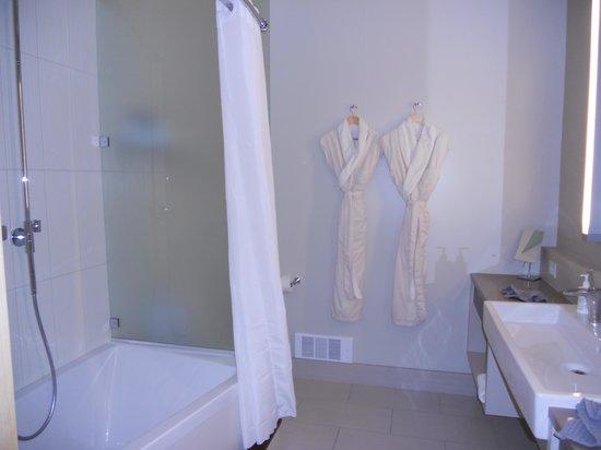 The Island Inn at 123 West: Sweet 2 bathroom