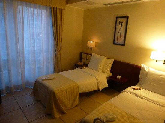 Best Western Plus Grand Hotel Victor Hugo: Room
