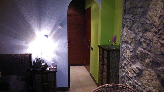 Hotel La Violeta: l'entrée de la chambre