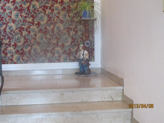 Hotel Merian Rothenburg: 階段の踊場にもかわいいキャストが