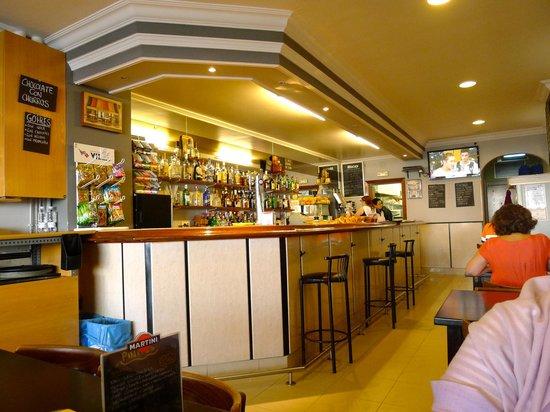 Cafetaria Beach Kafetagia: Inside Cafetaria Beach