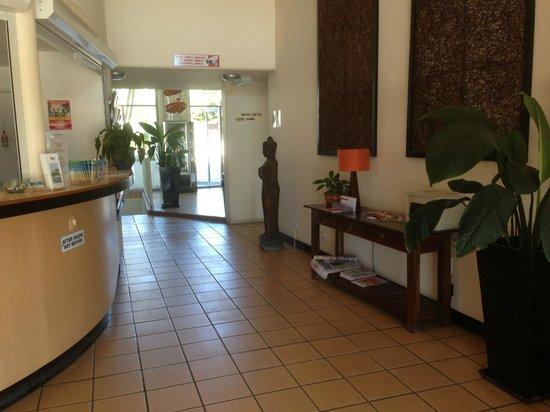 Rays Resort Apartments : Reception area at Rays Resort - Tony Scott