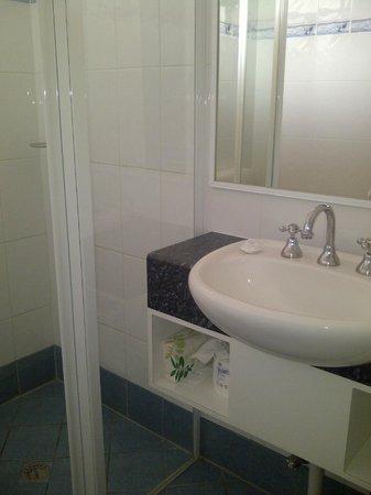 Acacia Motel: Bathroom