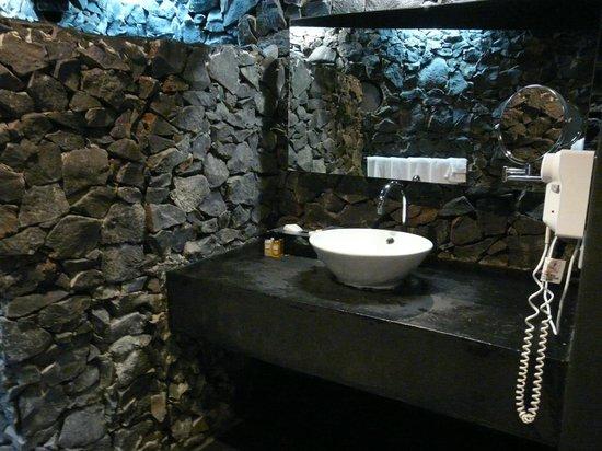 Stevenson's at Manase: Sink area in bathroom