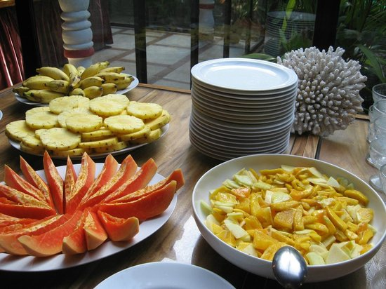 Nooit Gedacht Heritage Hotel: Fruits at Breakfast