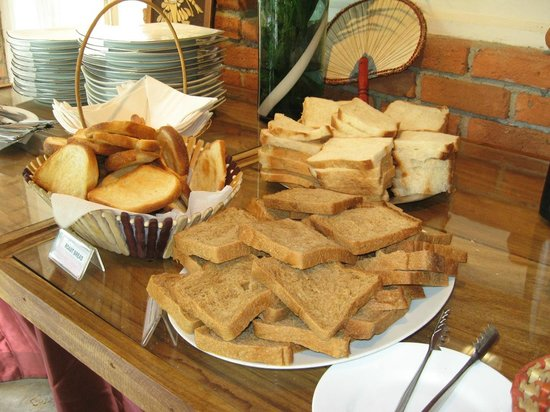 Nooit Gedacht Heritage Hotel: Home made bread & buns at breakfast