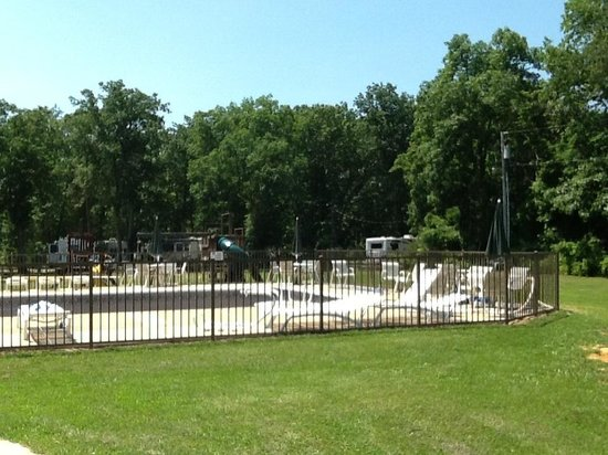 Pine Cone Resort Campground : Grounds