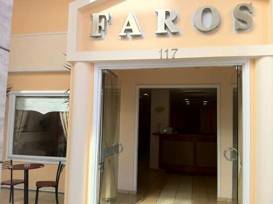 Faros II Hotel: Entrance