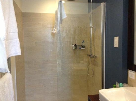 Chalfield Manor Boutique Hotel: the shower was very nice!
