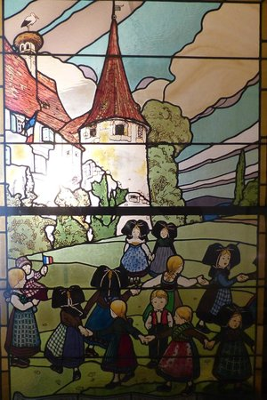 Musée Hansi : Schöne Glasmalerei im Museum Hansi
