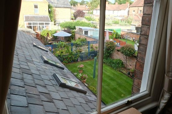 Chester Brooklands Bed and Breakfast: Nice view of the garden.