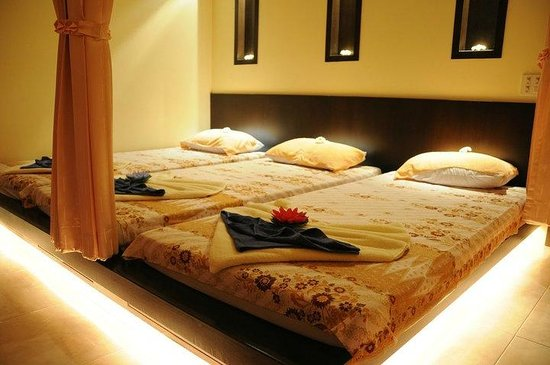 Kanchana Massage & Spa : Traditional Thai Massage bed