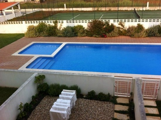 Bsurf House: swimming pool and tennis mole