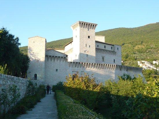 Museo Civico Rocca Flea : nel cortile