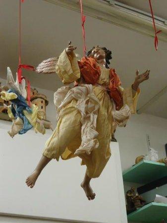 Lavorazione Artigianale Savastano: Un bellissimo angelo per il presepe