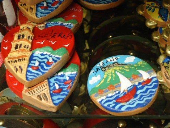 Lavorazione Artigianale Savastano: Piccoli oggetti souvenir.