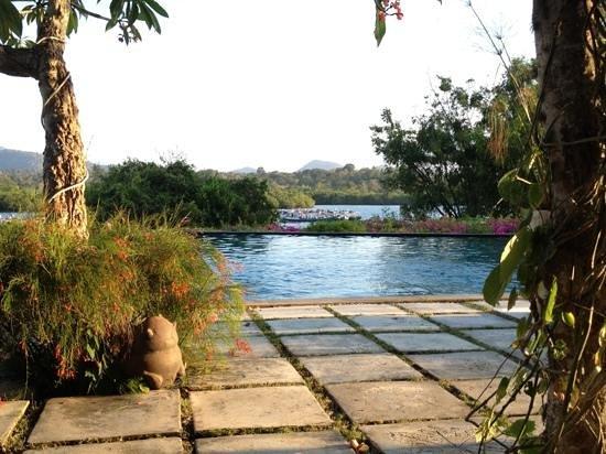Naya Gawana Resort & Spa: Zicht vanaf het terras.