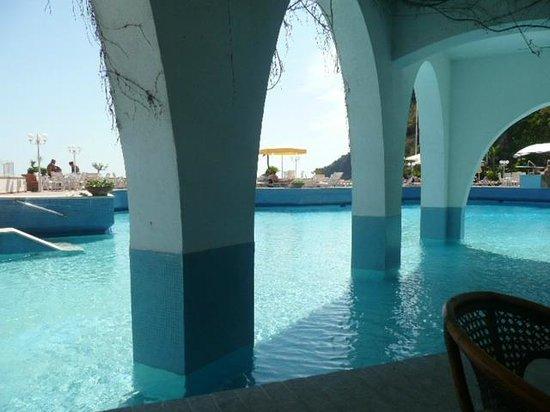 Hotel Carasco : la piscine
