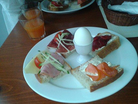 Nyksund Gjestehus AS: Plato de desayuno