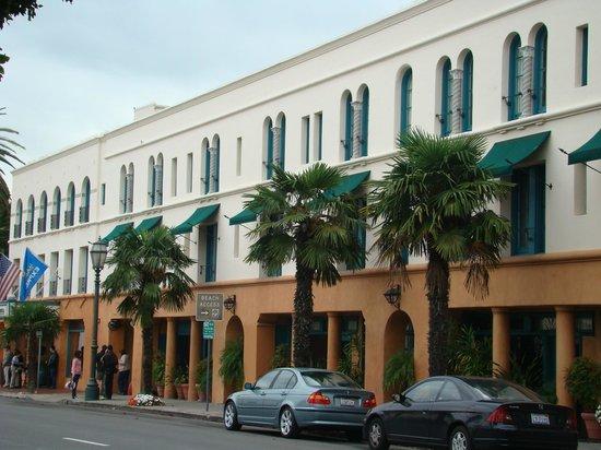 Holiday Inn Express Santa Barbara : fachada