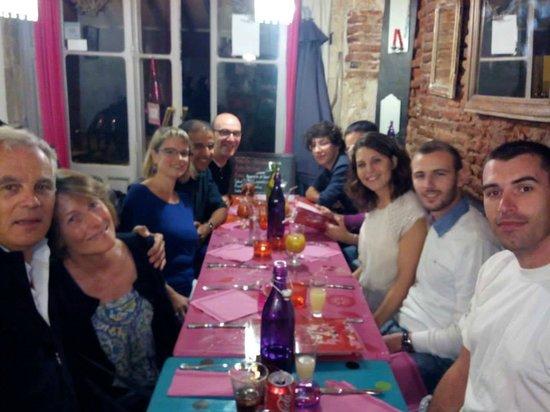 Roulotte Toulouse idéal pour un anniversaire entre amis! - picture of la roulotte