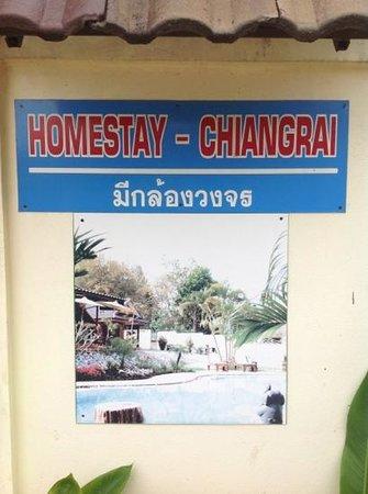 Homestay-Chiang Rai: Sign outside on the street